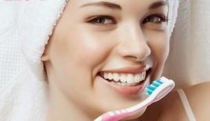 đánh răng sau bữa ăn giúp cho răng trắng sáng