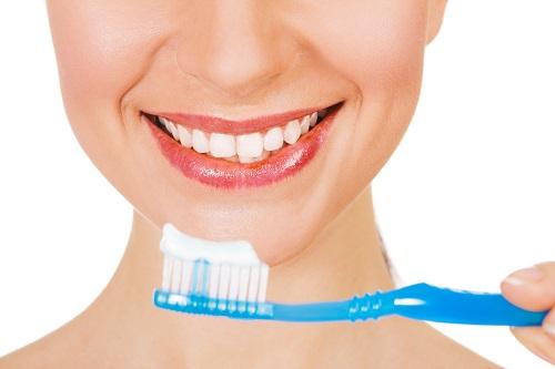 chăm sóc răng miệng khi cấy răng sứ