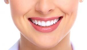 Kiểm tra sức khỏe răng miệng sau khi bọc răng sứ